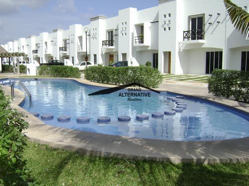 Foto Casa en condominio en Venta en  Cancún Centro,  Cancún  CASA EN RESIDENCIAL CARACOL DE OPORTUNIDAD