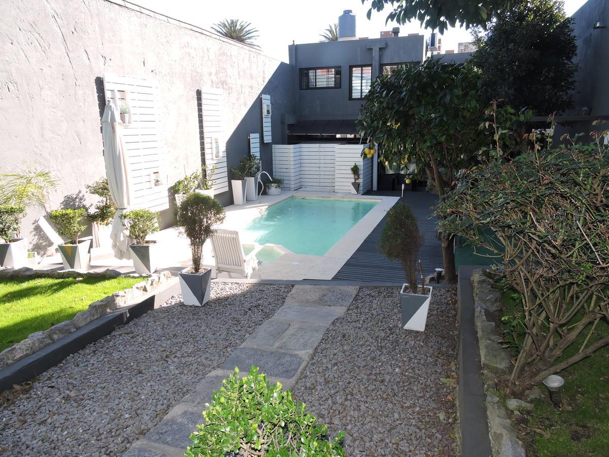 Foto Casa en Venta en  Parque Rodó ,  Montevideo  Excelente casa 5 dormitorios y empresa (o 2 casas ) Petrarca y Rambla República Argentin