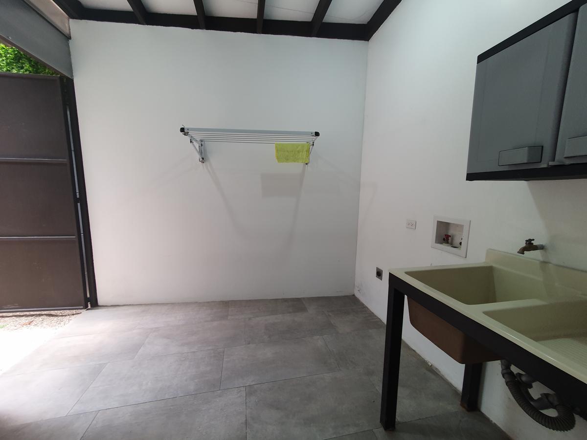 Foto Casa en Venta en  Escazu,  Escazu  Escazú/ Contemporánea / Amplia / Exc acabados
