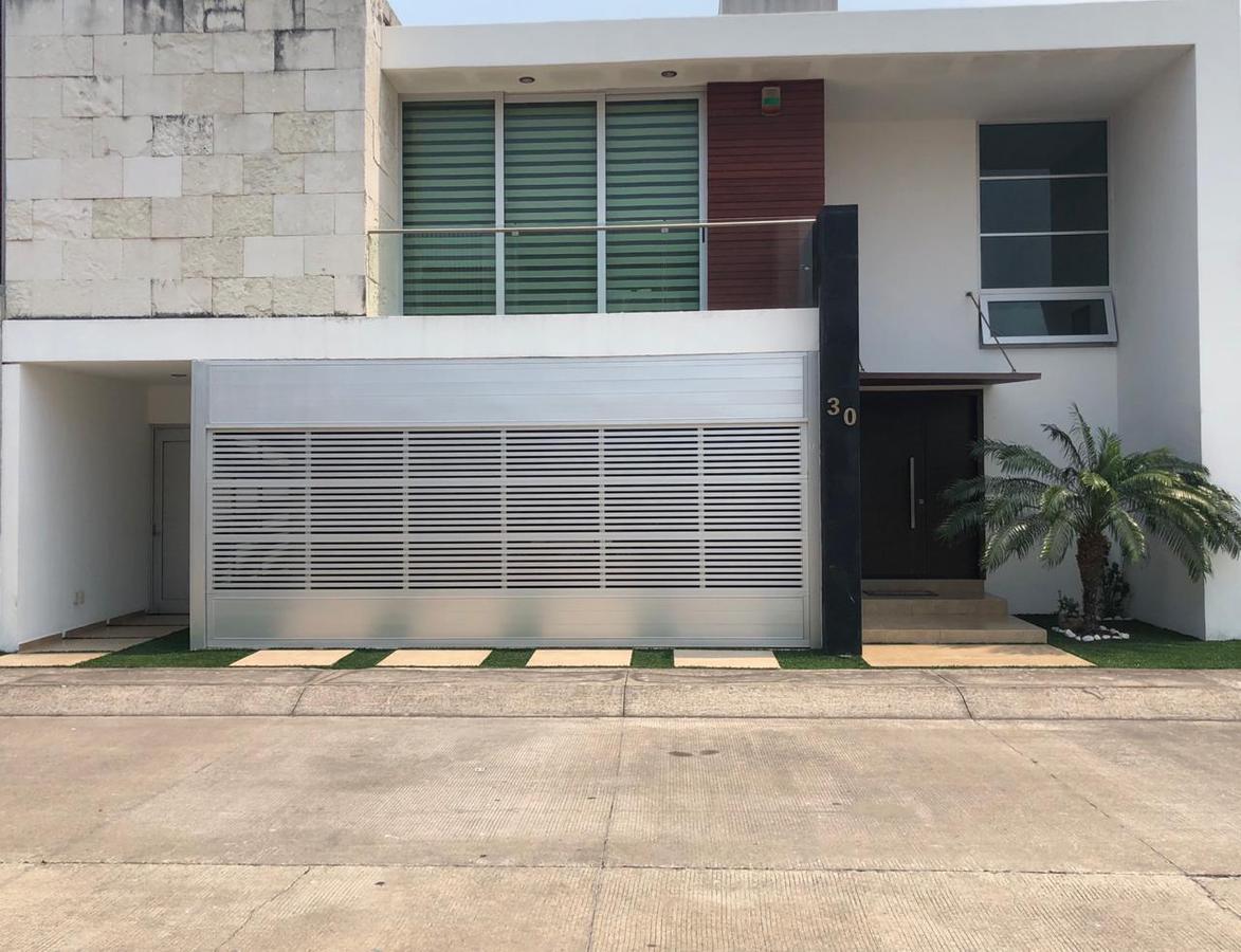 Foto Casa en Venta en  Fraccionamiento Las Palmas,  Medellín  FRACC. LAS PALMAS, Casa en VENTA  de  3 recamaras  y con alberca