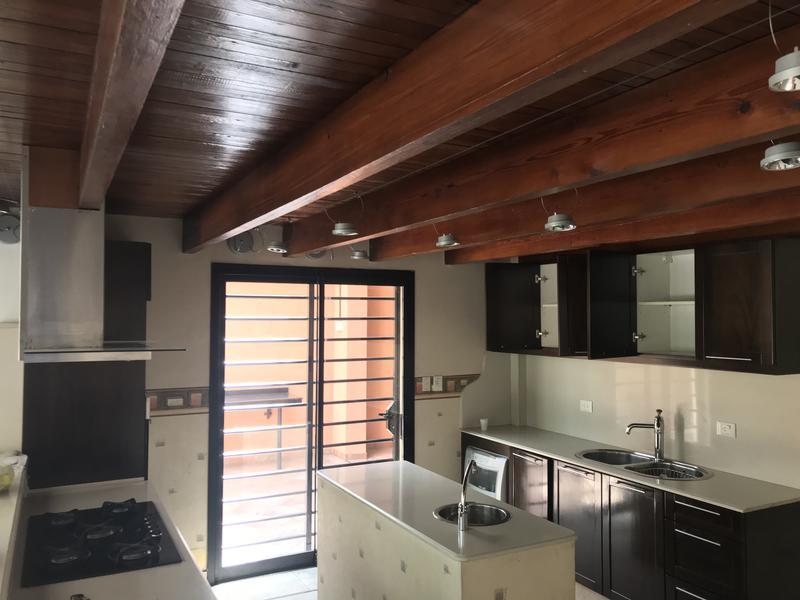 Foto Casa en Alquiler en  Lomas de Zamora Oeste,  Lomas De Zamora  LORIA 636