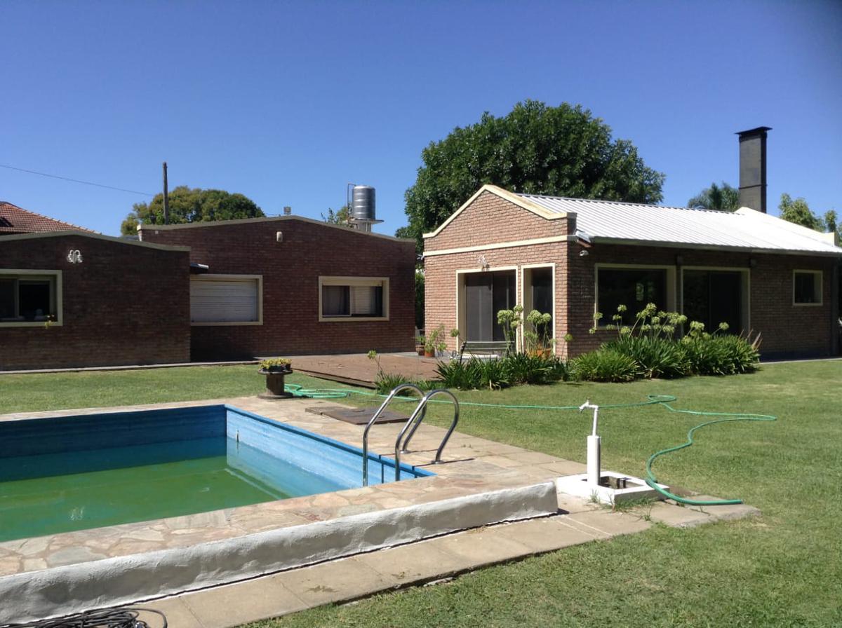 Foto Casa en Venta en  Villa Elisa,  La Plata  24 e/ 412 y 413