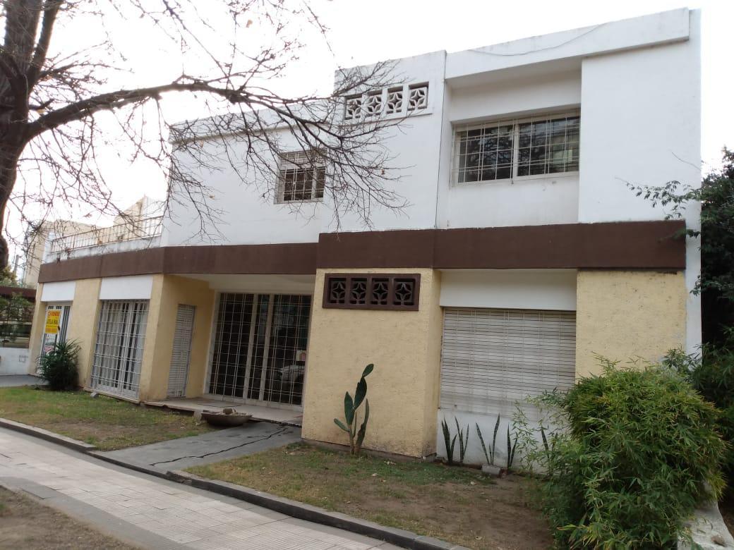 Foto Casa en Venta en  Quinta Santa Ana,  Cordoba  Barrio Quinta Santa Ana - Casa 3 dormitorios - 3 baños