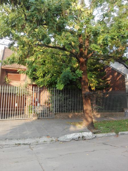 Foto Casa en Alquiler en  Temperley Este,  Temperley  Emilio Castro 850