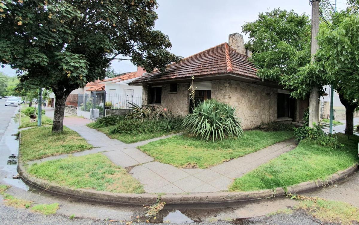 Foto Casa en Venta en  Mar Del Plata ,  Costa Atlantica  LA PERLA venta chalet 3 ambientes a reciclar