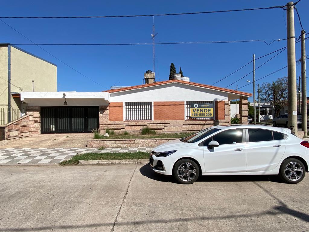 Foto Casa en Venta en  Villa Cabrera,  Cordoba  Villa Cabrera -Baltazar de la Cueva 2455 - Casa a Refaccionar - 3 dormitorios
