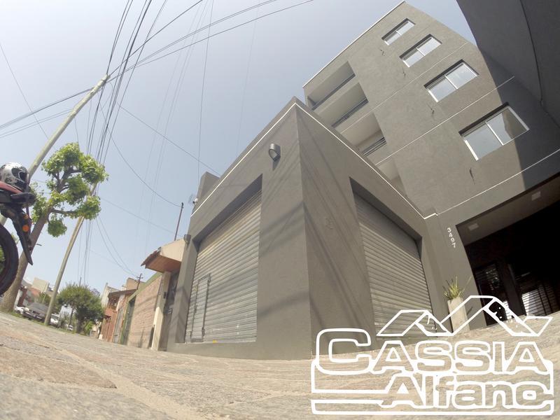 Foto Local en Venta en  Lanús Oeste,  Lanús  CAVOUR 3497
