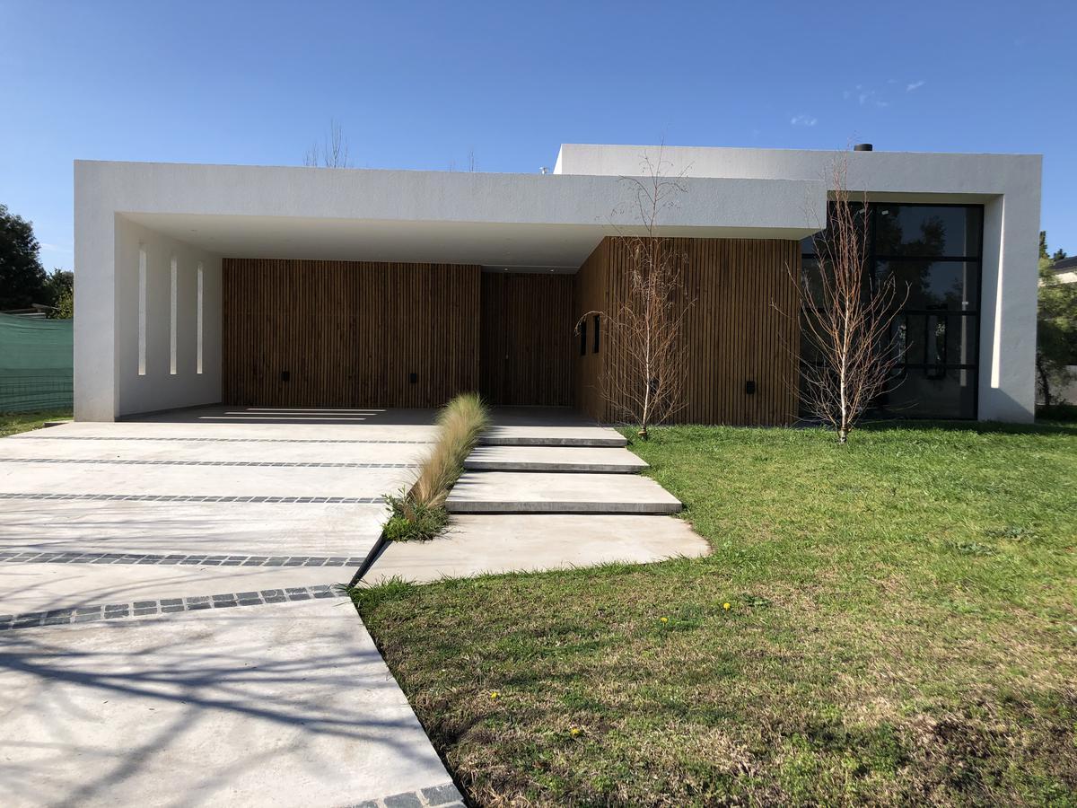 Foto Casa en Venta en  Los Cardales,  Countries/B.Cerrado (Campana)  A estrenar, impecable propiedad Barrio El Cardal