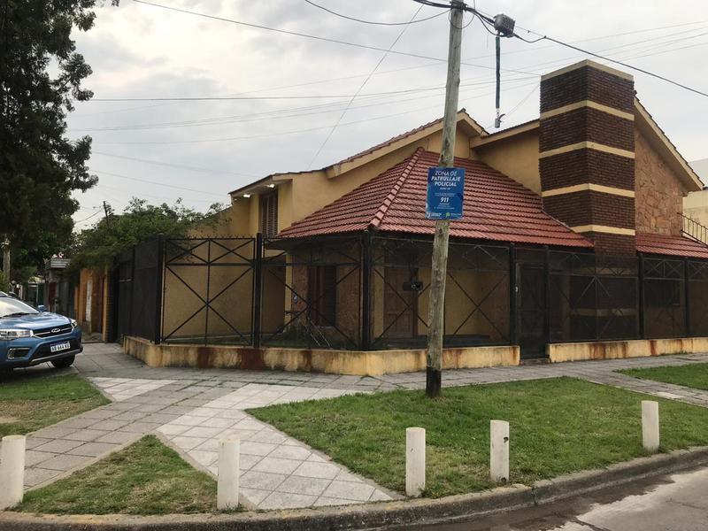 Foto Casa en Alquiler en  Lomas de Zamora Oeste,  Lomas De Zamora  Belleli 1406