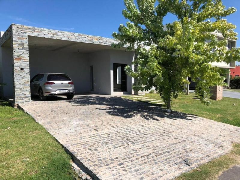 Foto Casa en Venta en  Altos de Hudson II,  Countries/B.Cerrado (Berazategui)  Altos de Hudson II