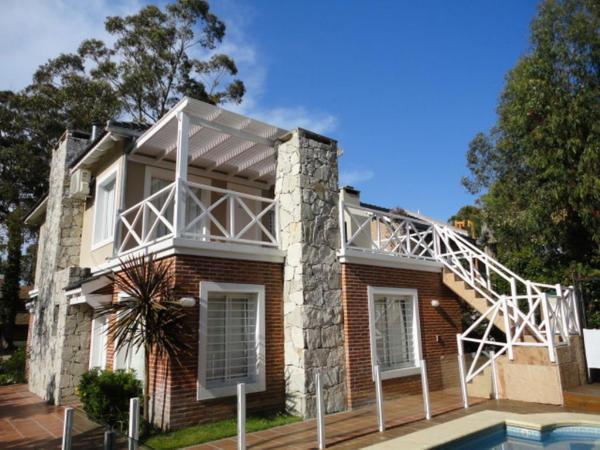 Duplex Apart - Pinamar: Pinamar Village 3 Amb. Y Altillo Nº 3 - AZALEA