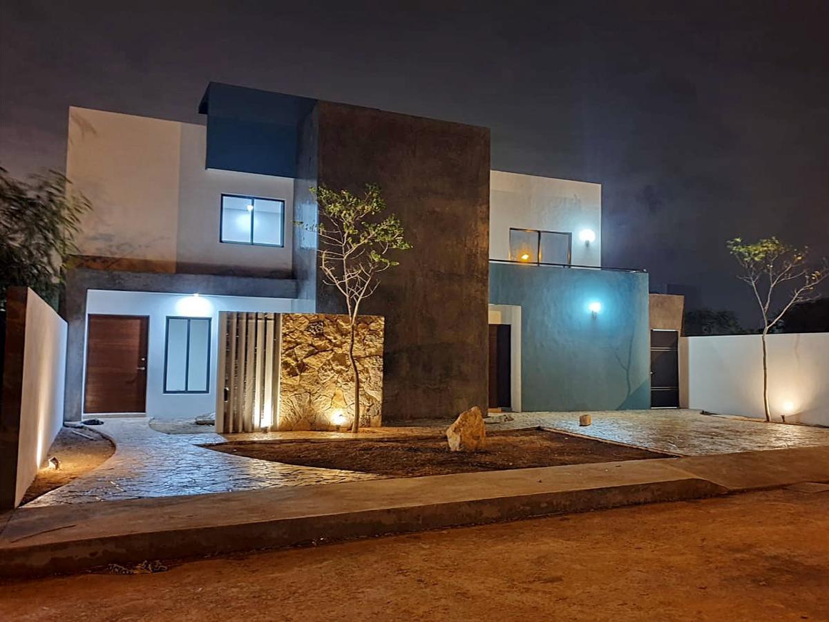 Foto Casa en Venta en  San Diego Cutz,  Conkal  Casa en venta con recámara en planta baja y 2 arriba, piscina, San Diego Cutz