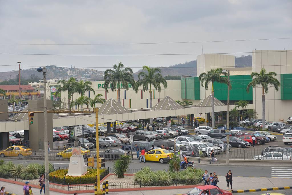 Foto Local en Venta   Alquiler en  Norte de Guayaquil,  Guayaquil  CC. Policentro Vendo o alquilo local comercial al 100