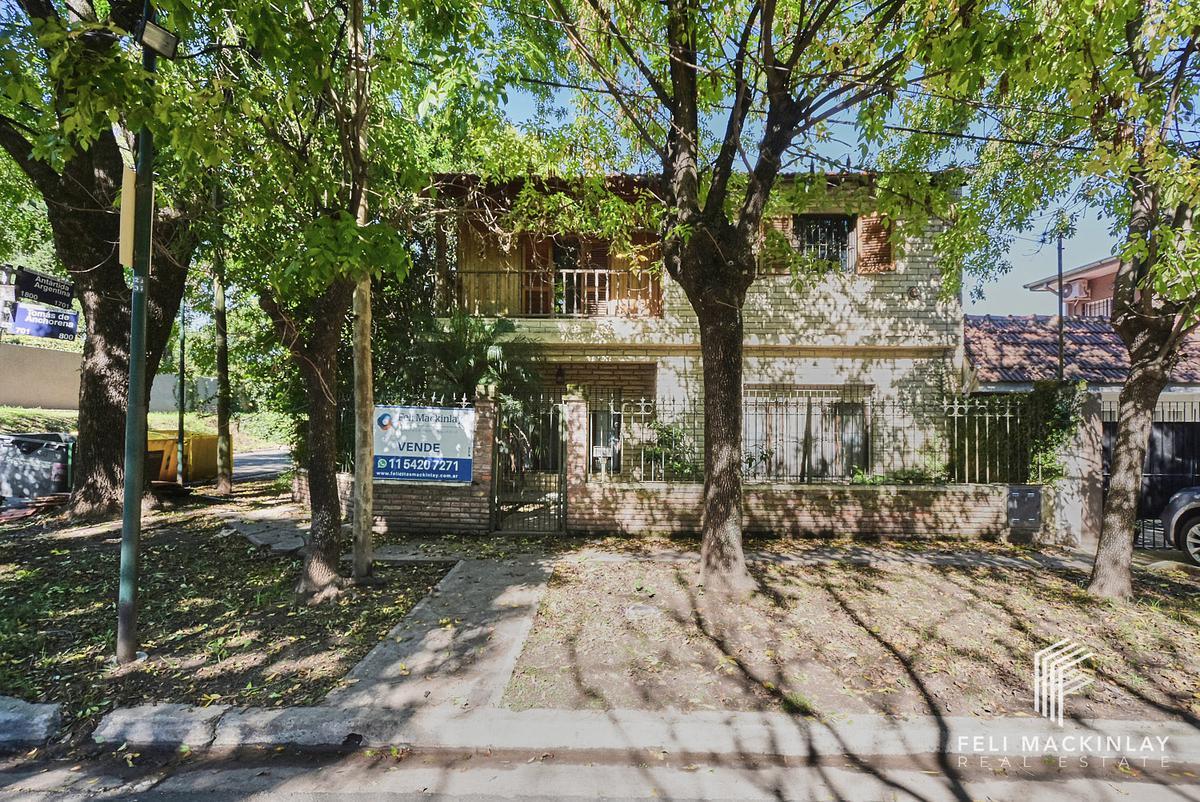 Foto Casa en Venta en  San Isidro,  San Isidro  CASA EN LA HORQUETA SOBRE LOTE DE 205M2
