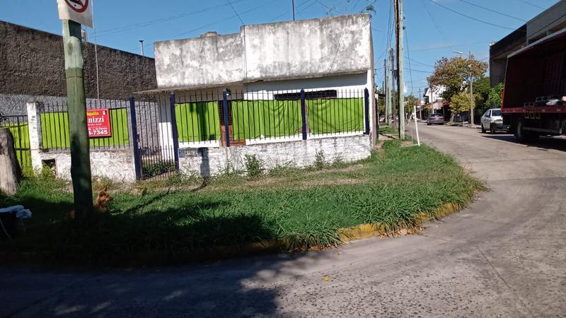 Foto Casa en Alquiler | Venta en  Lomas De Zamora ,  G.B.A. Zona Sur  Larrea 2350