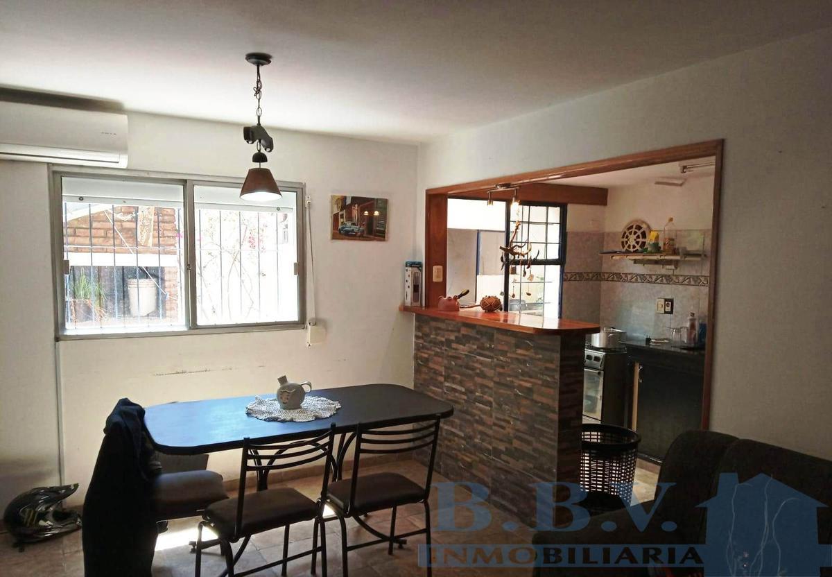 Foto Apartamento en Venta en  Colonia del Sacramento ,  Colonia  Vivienda de 3 dormitorio ubicado a 300 metros de la Rambla Costanera