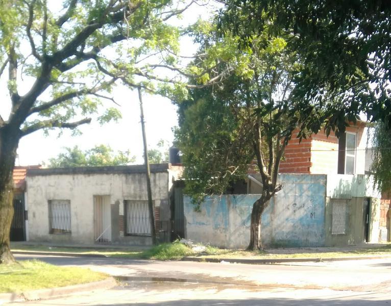 Foto Casa en Venta en  Ituzaingó Centro,  Ituzaingo  ombu al 1800