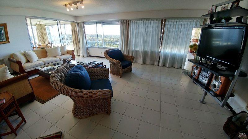 Foto Departamento en Venta en  Playa Brava,  Punta del Este  Imperdible Apartamento Frente al Mar, Muy Cómodo y con Excelente Distribución