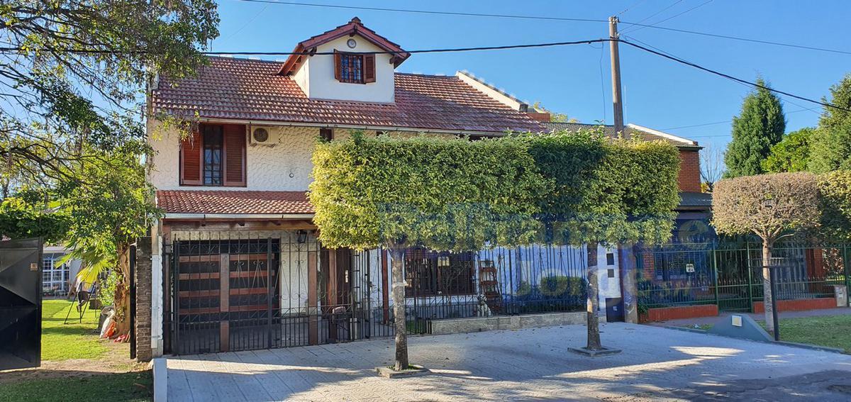 Foto Casa en Venta |  en  Lomas de Alberdi,  Rosario  Salvat al 1700