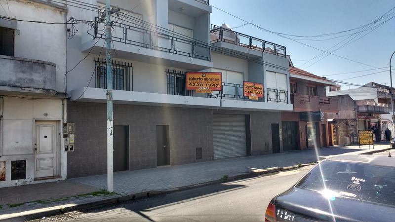 Foto Galpón en Venta |  en  Lanús,  Lanús  CNEL. DELIA 1900