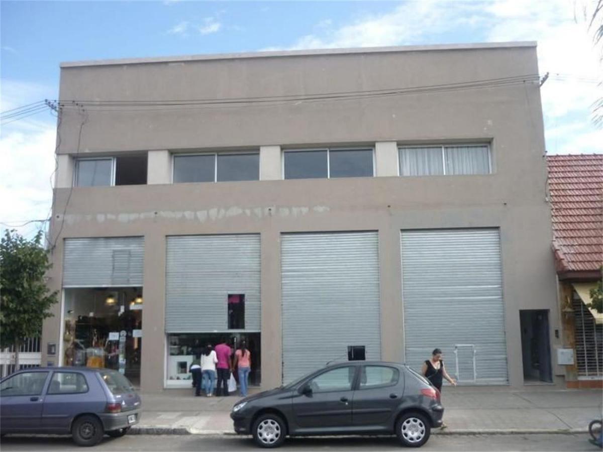 Foto Local en Alquiler en  Los Hornos,  La Plata  137 e/ 65 y 66