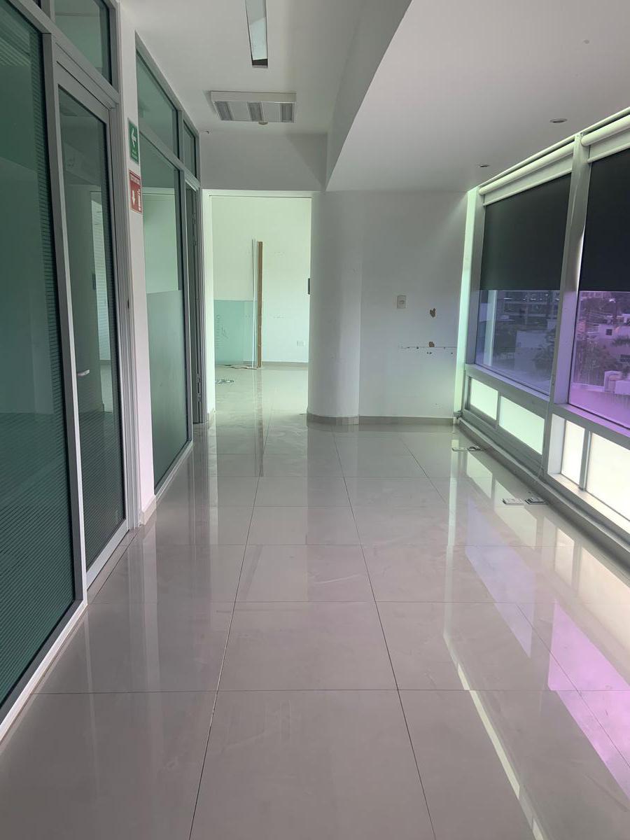Foto Oficina en Renta en  Supermanzana 3 Centro,  Cancún  OFICINA EN VENTA/RENTA EN CANCUN EN AVENIDA BONAMPAK EN SM 3