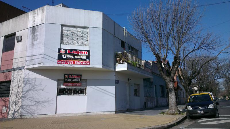 Foto PH en Venta en  Liniers ,  Capital Federal  Pizarro al 5600 ph al frente 3 ambs entrada indep