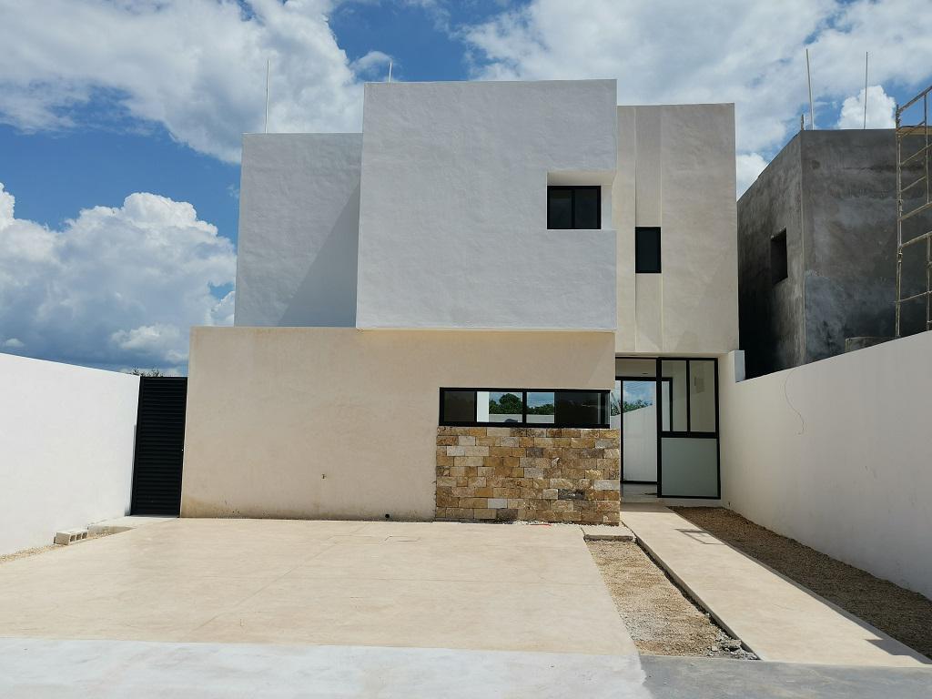 Foto Casa en Venta en  Pueblo Cholul,  Mérida  Casa en Privada Gardena en Cholul   (Mod Azalea)