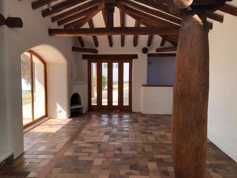 Foto Casa en Venta en  Tumbaco,  Quito  Espectacular casa independiente, Urb.Privada sector El Arenal