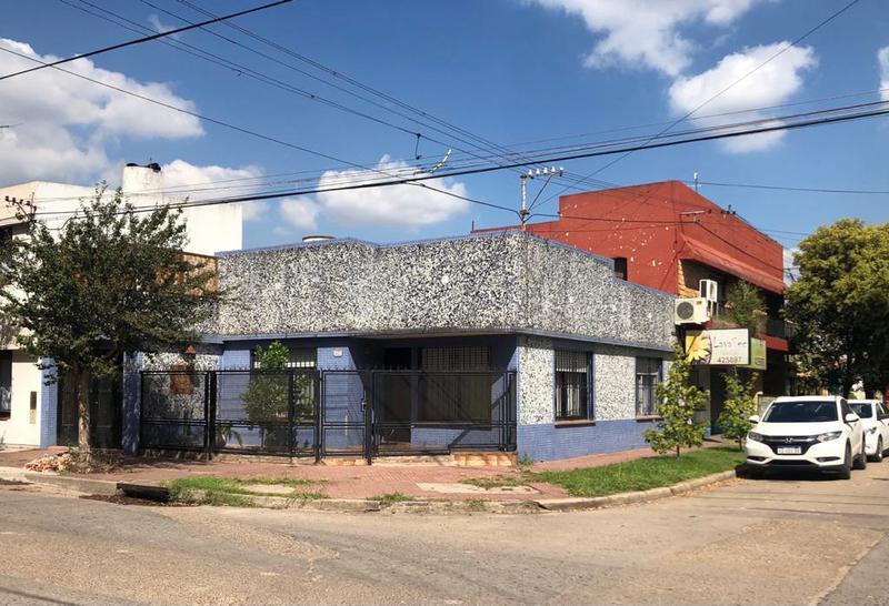 Foto Casa en Venta en  Centro De Lujan,  Lujan  Las Heras esq. Sarmiento