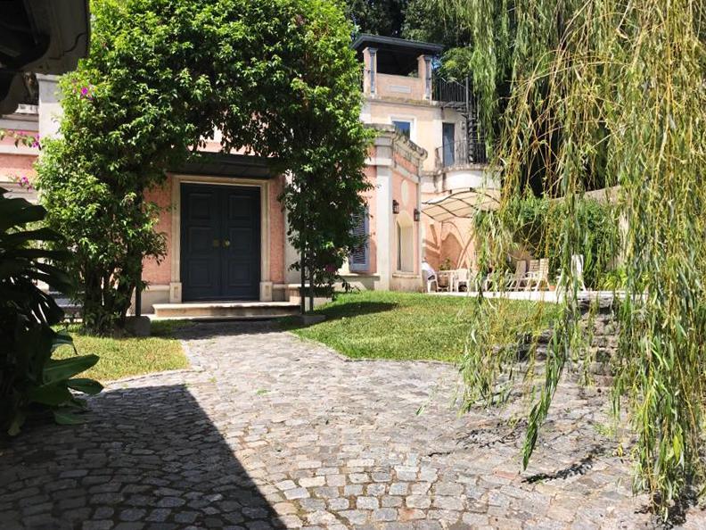 Foto Casa en Venta en  Acassuso,  San Isidro  Manuel Aguirre al 700
