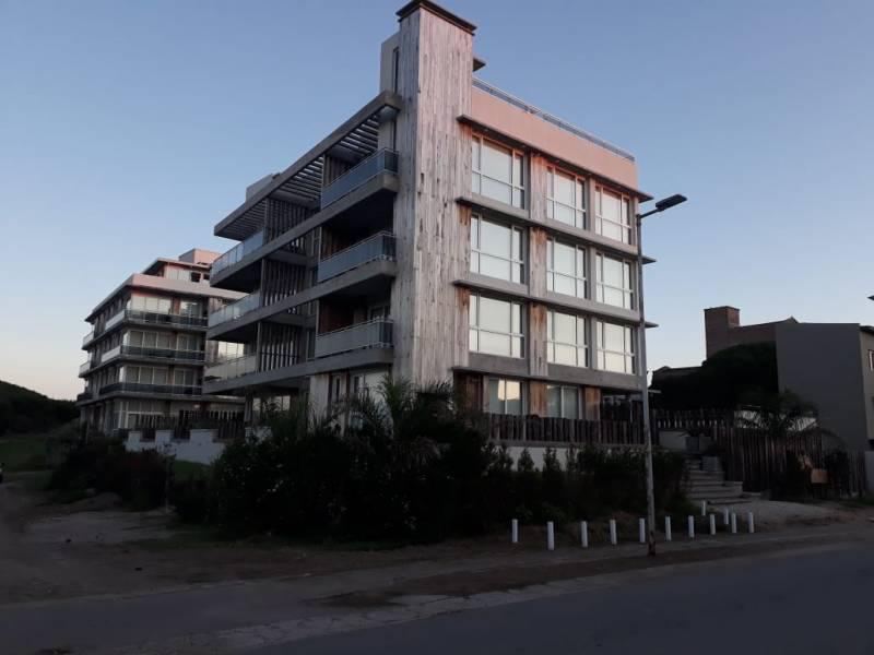 Foto Departamento en Venta en  Pinamar ,  Interior Buenos Aires  Biarritz  al 800