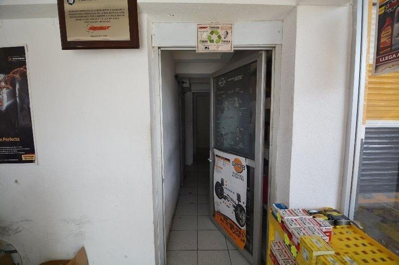 Foto Terreno en Venta en  Supermanzana 63,  Cancún  Terreno con Oficinas Venta sobre Avenida en SM 63