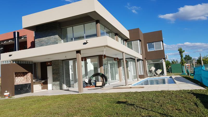 Foto Casa en Venta en  Adrogue,  Almirante Brown  Brisas de Adrogue. Soler al al 500