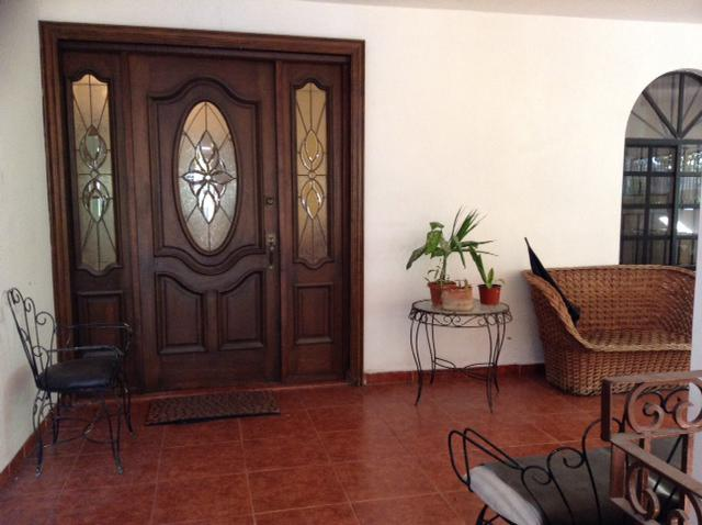 Foto Casa en Venta en  Nuevo Aeropuerto,  Tampico   CASA EN COL. NUEVO AEROPUERTO CON AMPLISIMO TERRENO