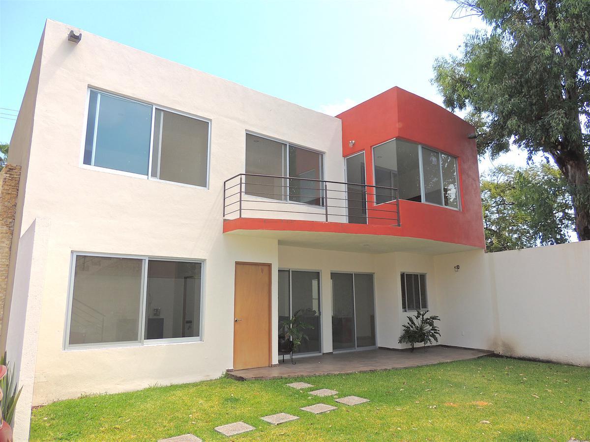 Foto Casa en Venta en  Cuernavaca ,  Morelos  Venta de casa en condominio con alberca, Atlacomulco,…Clave 3097