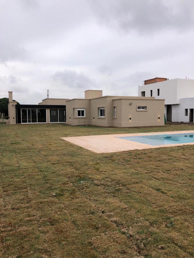 Foto Casa en Venta    en  La Cascada Country,  Cordoba Capital  La Cascada