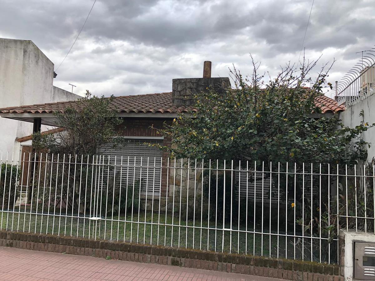 Foto Casa en Venta en  Wilde,  Avellaneda  Merlo al 6100