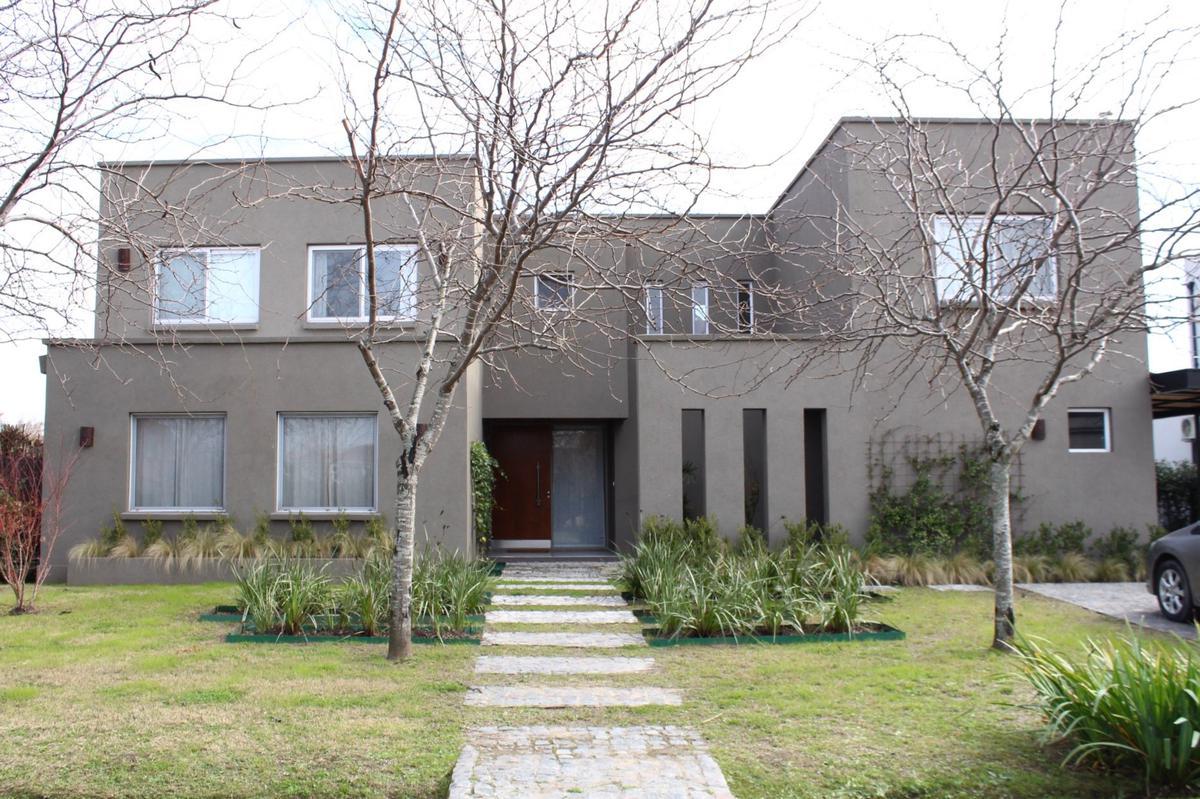 Foto Casa en Alquiler en  Talar Del Lago II,  Countries/B. Cerrado (General Pacheco)  Av V 50 sin nro. Barrio Cerrado Talar del Lago II Lote al 500