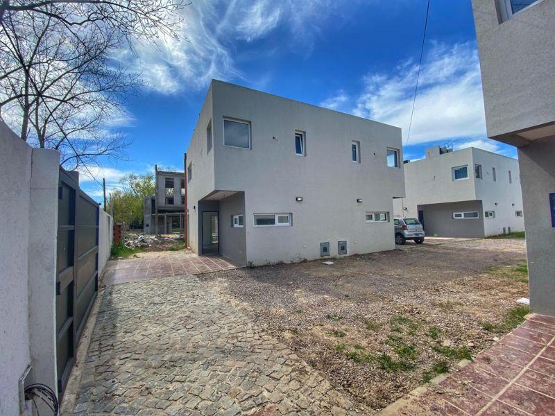 Foto Casa en Venta en  Manuel B Gonnet,  La Plata  501 Esquina 27