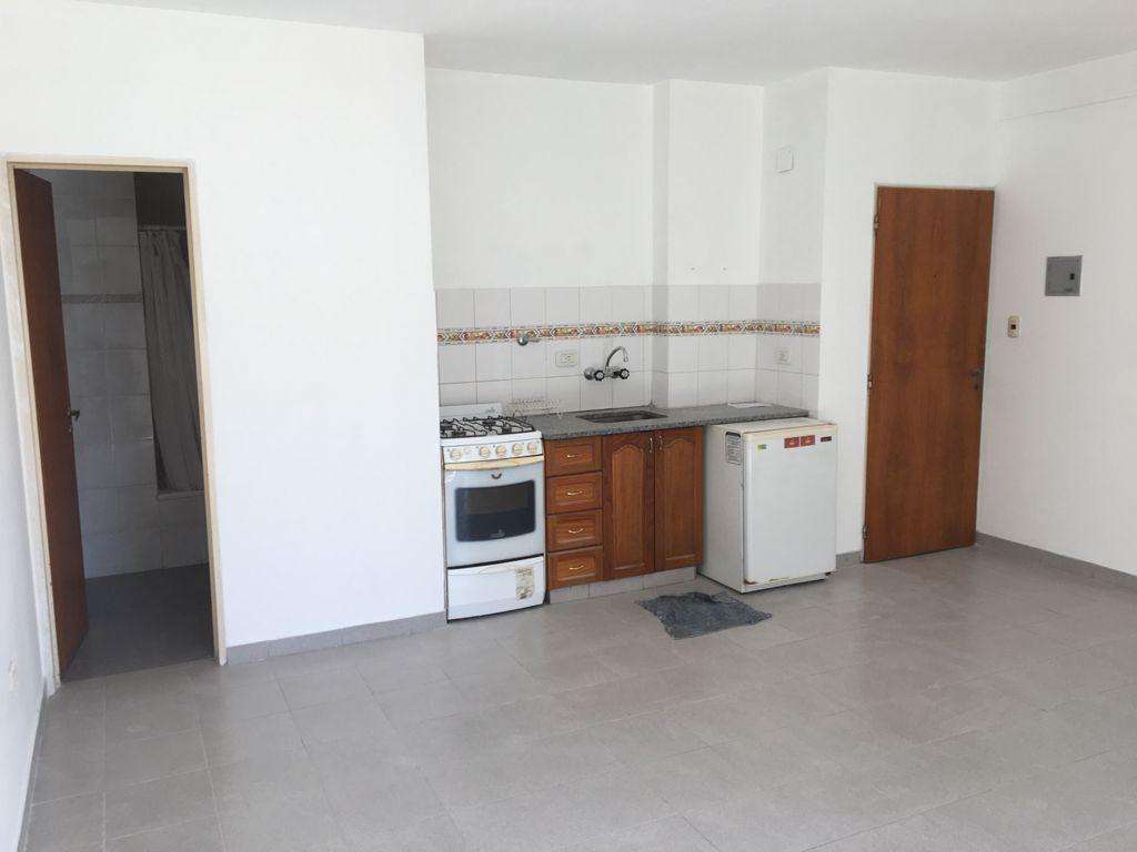 Foto Departamento en Alquiler en  La Plata ,  G.B.A. Zona Sur  3 n°737 2°A
