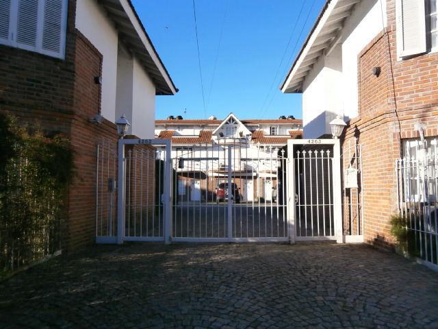 Foto Casa en Alquiler en  Olivos,  Vicente Lopez  BASAVILBASO entre PARANA y MORENO