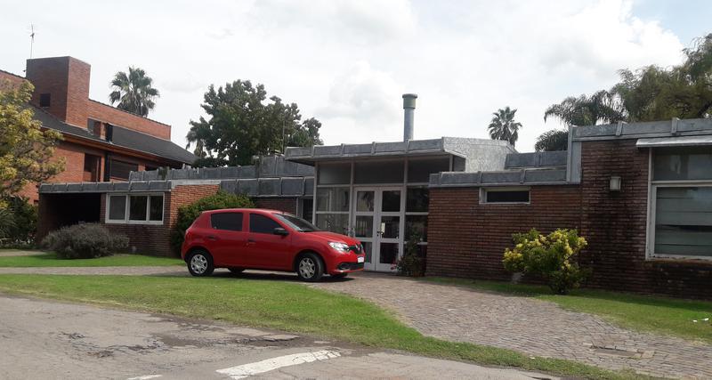 Foto Casa en Venta en  Campo Chico,  Countries/B.Cerrado (Escobar)  Casa de 5 amb quincho y pileta en Campo Chico