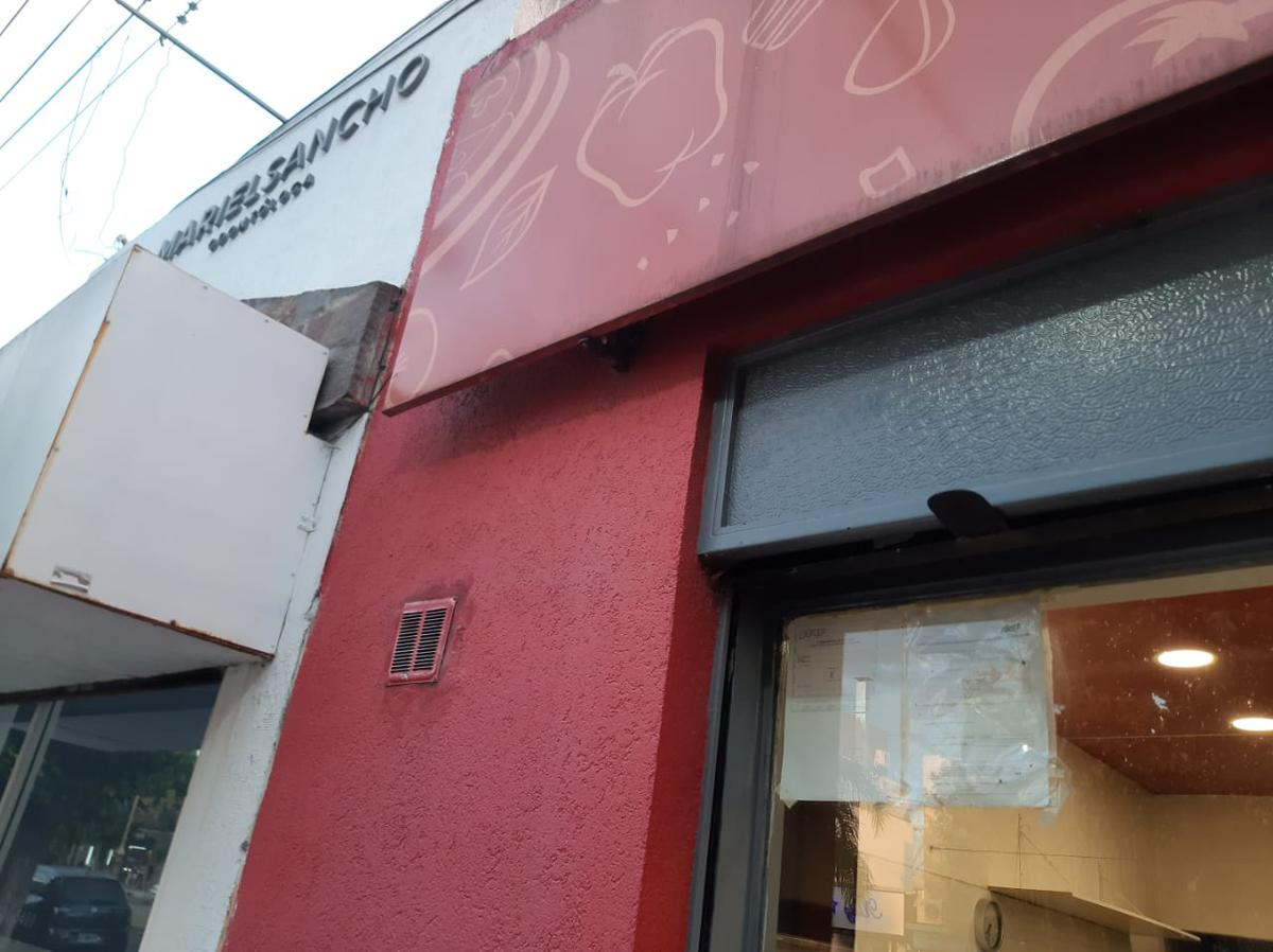 Foto Local en Alquiler en  Los Hornos,  La Plata  137 64 Y 65