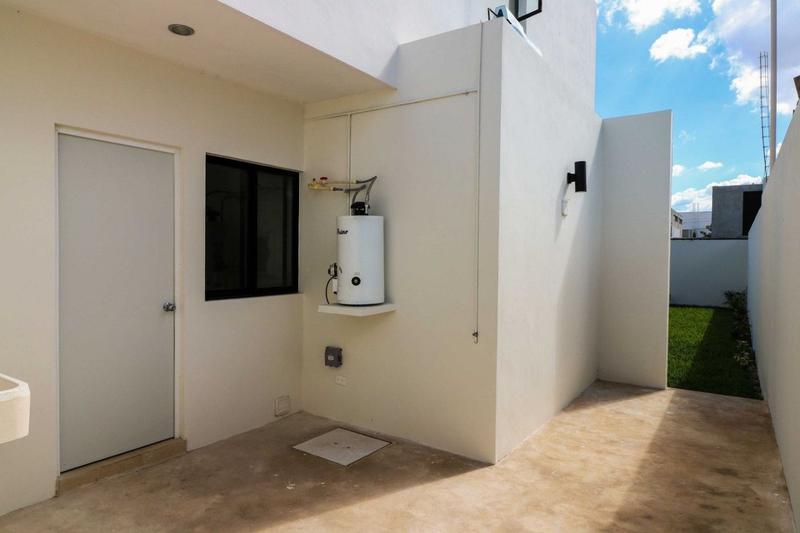 Foto Casa en Venta en  Mérida ,  Yucatán    PRECIOSA CASA DE DOS PLANTAS SODZIL 340