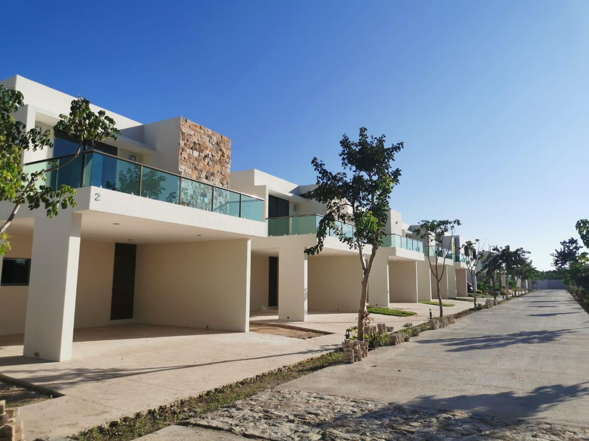 Foto Casa en Renta en  Temozon Norte,  Mérida  Vendo o rento bella residencia nueva en privada.
