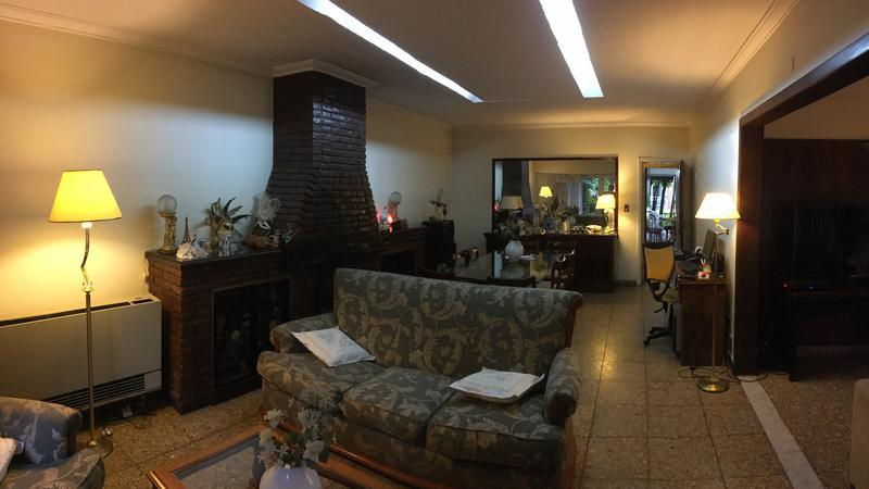 Foto Casa en Venta en  Adrogue,  Almirante Brown  PELLERANO 792, Entre Nother y Spiro