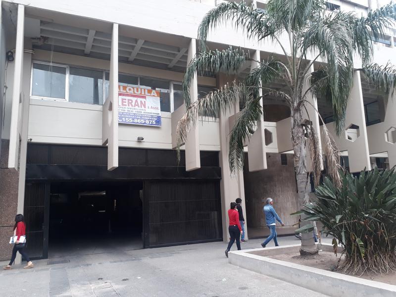Foto Cochera en Alquiler en  San Miguel De Tucumán,  Capital  24 de Septiembre N° 675- c/ Portón Automático