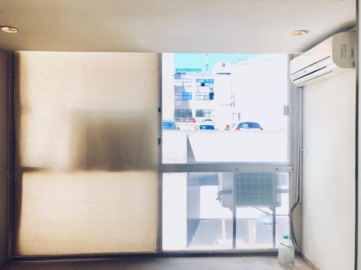 Foto Oficina en Alquiler | Venta en  Ciudad Vieja ,  Montevideo  Cerrito al 500