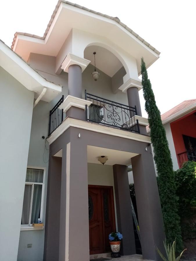 Foto Casa en Venta en  Palmeras de San Ignacio,  Tegucigalpa  Amplia Residencia en Res.Palmeras de San Ignacio, Tegucigalpa